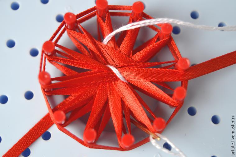 Цветочек из атласной ленты на луме
