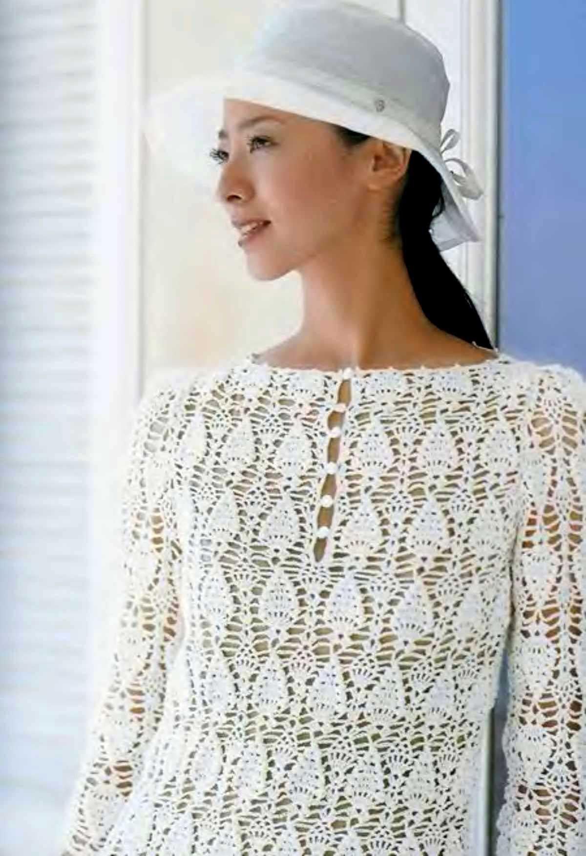 Белая блуза с ананасами